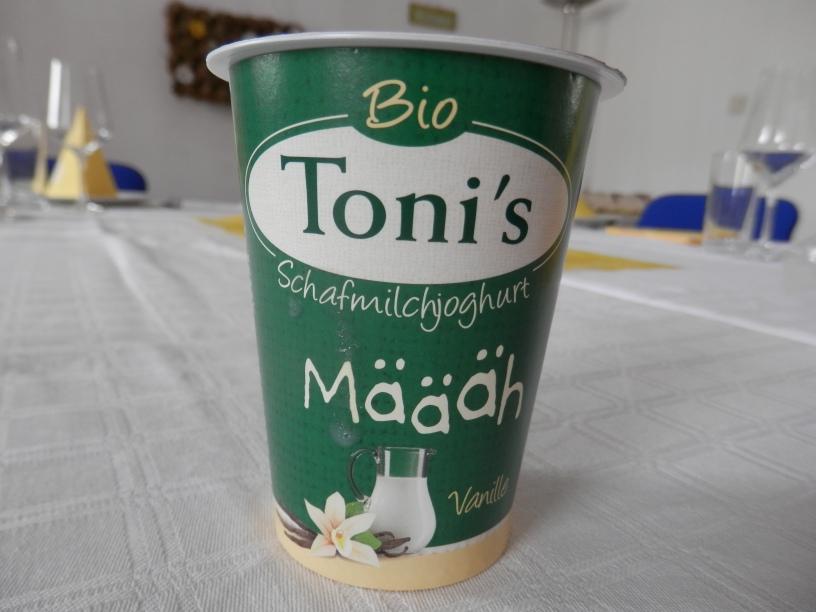 Das Foto zeigt eine Joghurtbecher von Toni's